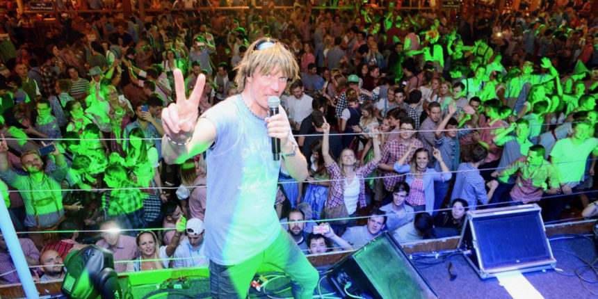 Erleben Sie Mickie Krause live in Grandls Hofbräu-Zelt