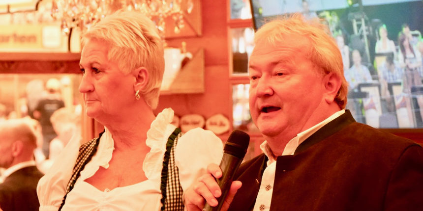 Finale des Cannstatter Volksfestes in Grandls Hofbräu-Zelt