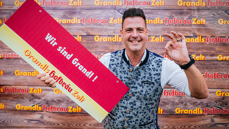 Partykönig DJ Thommy sorgt für gute Laune in Grandls Hofbräu-Zelt